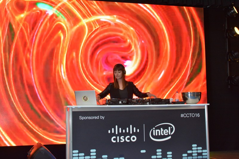 Explaining Tips for Hiring a DJ in Toronto for Your Corporate Event