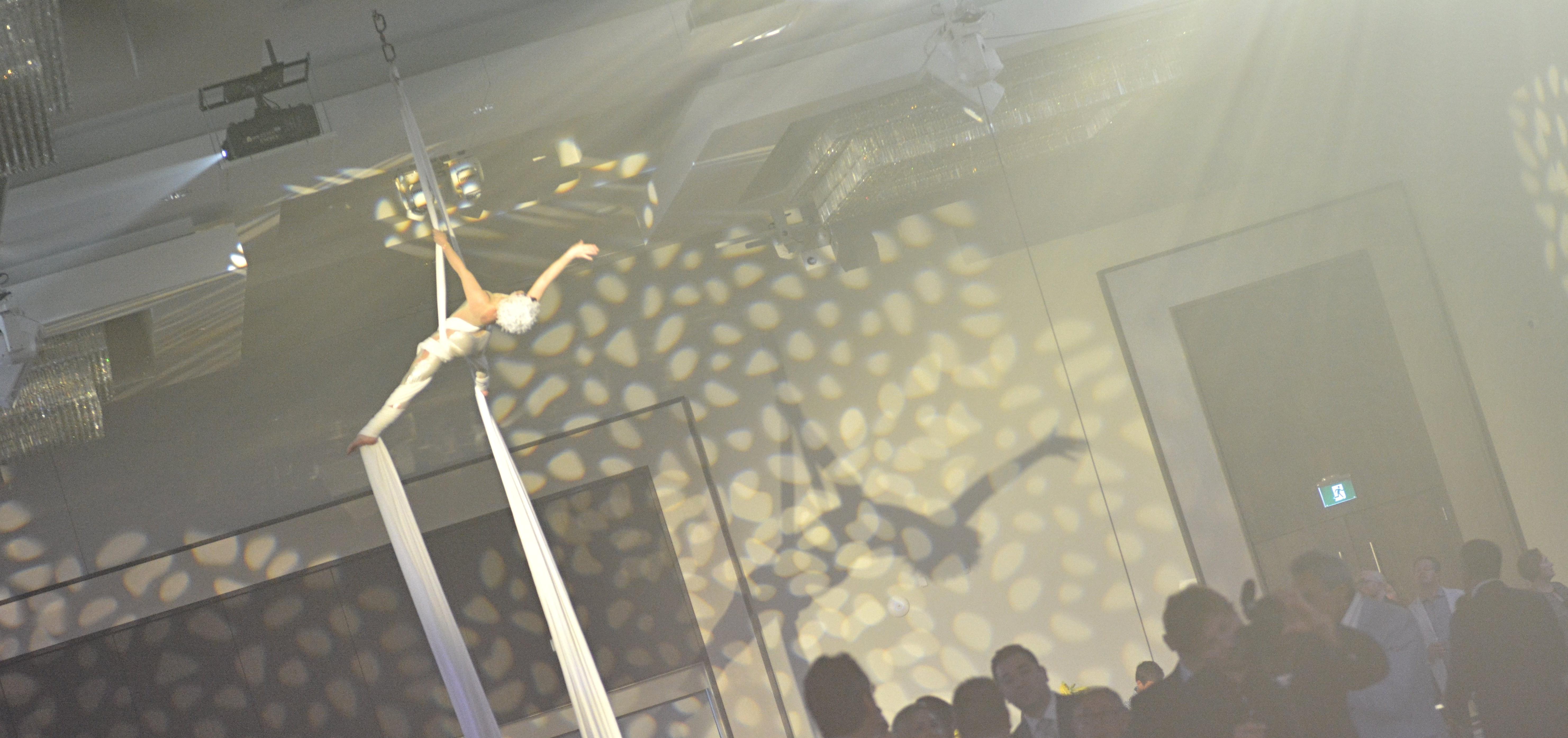 Aerialist-toronto-bbblanc